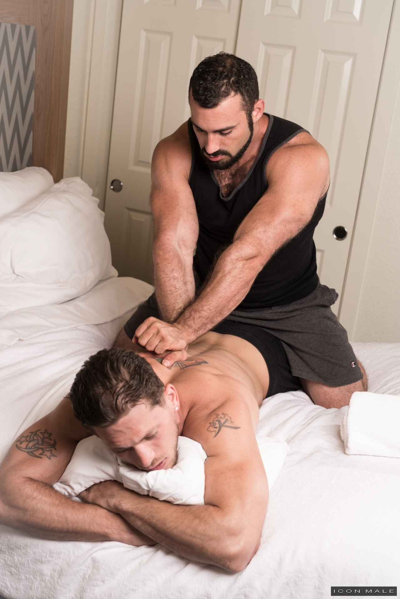 Gay Masseuse Fucking His Straight Client