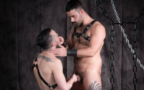 Hairy Daddy Pumps His Pig Bottom