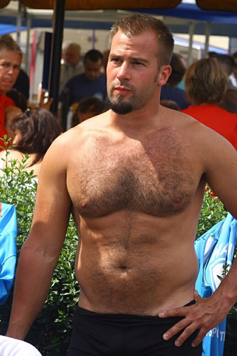 Guy Watching: Major Jock Alert!