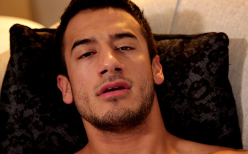Hot male entertainer Kayden Andrews bust a nut!