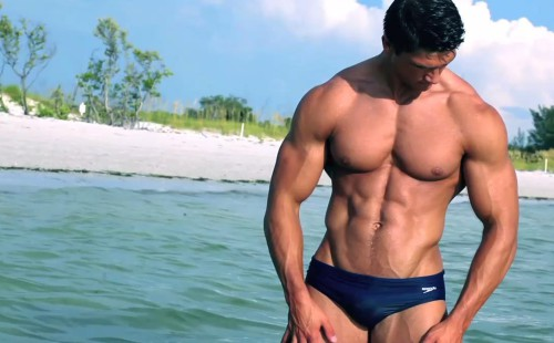 Hunky Nate Shows Off His Sexy Speedo Bulge