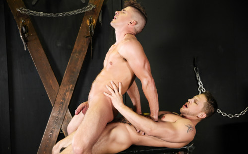 Jake Porter rides Roman Todd's meaty cock