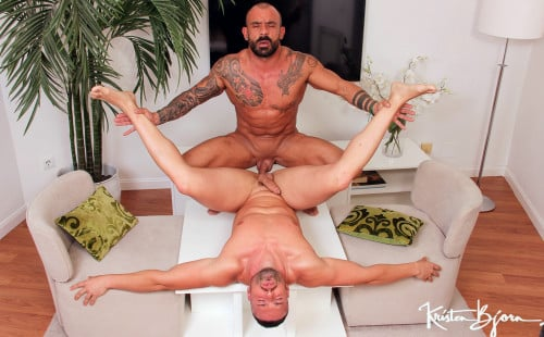 Muscle man Gabriel Lunna rides Juanjo Rodriguez's raw cock