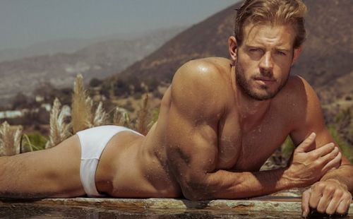 90210 star Trevor Donovan looks hot & humpy in a sexy speedo
