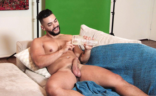 L.A. Auditions: Arad Winwin plays with toy!